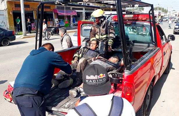 Traslado de bombero lesionado en Tultepec
